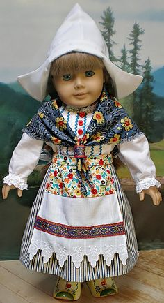 American Girl Kirsten 8 pc Dutch Outfit Hat, Shawl, Blouse, Skirt, Apron, Stockings, Wooden Shoes