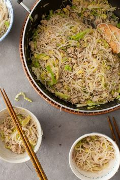Quick Chinese Chicken & Cabbage Noodles on www.simplebites.net #dinner #recipe