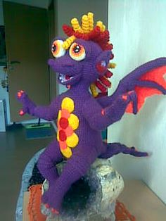 This crochet talent is amazing.  I would love to make this Gargoyl*Linchen.  He is adorable.
