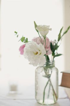 simple floral centerpieces  Photography by onelove-photo.com