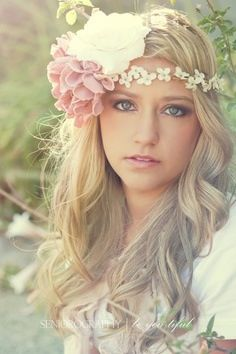 senior pictures, flower headbands, flower crowns, makeup, curls