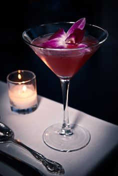 8 Radiant Orchid Inspired Wedding Cocktails #radiantorchid - black orchid martini