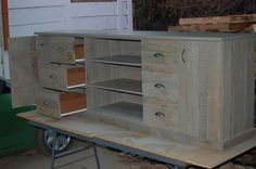 Armario de tv con madera tarima.