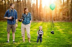 Creative Ways To Announce Pregnancy - Cameras and Balloons