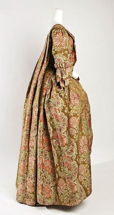 Dress 1730, British, Made of silk