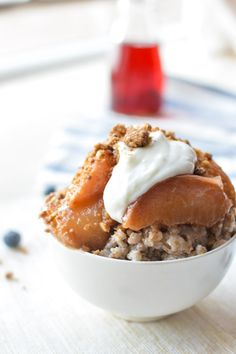 Make-Ahead Peach Crisp Oatmeal  This tasty summer #breakfast is #healthy and can be made the night before. The #oatmeal is a rice cooker hack, but it can still be made on the stove top in the morning if you prefer.