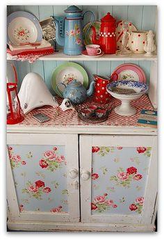 pretty cabinet!!