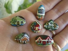 rock painted houses, painted pebble, mini painting, tini hous, mini houses, paint on rocks, painted rocks, paint rock, painting on rocks