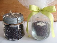 Make an aromatic coffee bean candle as an easy gift (hostess, new baby, B-day...) or to use yourself.  Easy peasy.