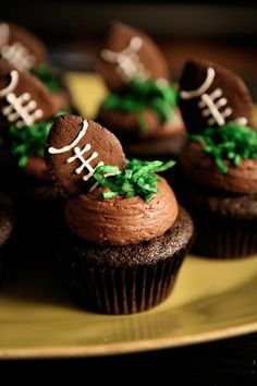 Football cupcakes with gingerbread cookie football toppers