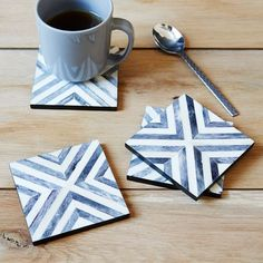 Geometric motif for your apéritif. These coasters feature hand-inlaid bone tiles set in a bold herringbone pattern. No matter the occasion, they add a touch of sophistication to your tabletops.