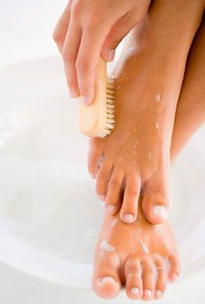 DIY Recipe: Epsom salt + almond oil + cinnamon oil + sandalwood oil + allspice oil = hand and foot scrub         Read More www.glamour.com/...