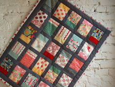 domino lieblingsdecke krabbeldecke quilt frankfurt | Flickr - Photo Sharing!--the blocks remind me of pillowcases, I wish I can get over my phobia of straight sashing