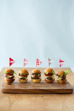 mini mini burgers