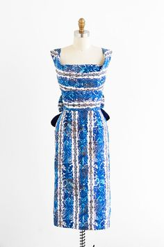 vintage 1950s dress / Hawaiian dress / Blue and White Hawaiian Tiki Print Wiggle Dress / Kamehameha designer dress
