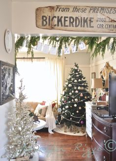 Jennifer Rizzo's tree at home love the vintage sign!!!!