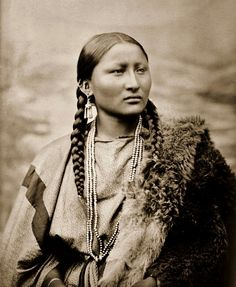 Pretty Nose, a Cheyenne woman. Photographed in 1878 at Fort Keogh #GeorgeTupak
