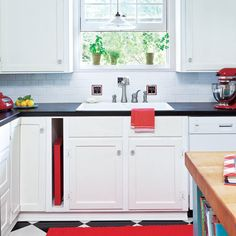Extra space between two cabinets = smart spot to store trays or cutting boards | Photo: Mark Lohman