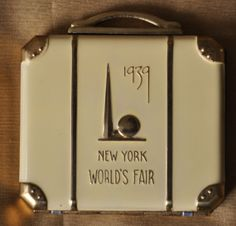 Small suitcase vanity, commemorating New York World's Fair 1939. British Compact Collectors Society. www.compactcollectors.co.uk