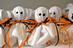 Tootsie Pops dressed up as ghosts for Halloween – fun to make with the kids & then handout to friends