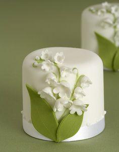 Pretty little cakes by Peggy Porschen