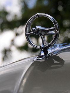 1949 Buick Super hood ornament