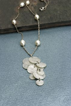 Can you believe this necklace was made out of #bubblewrap? Have you tried it? It's a great idea!