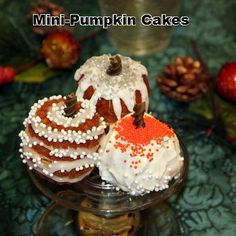 Great Holiday recipe. Mini pumpkin cake recipe using a mini-bundt pan.