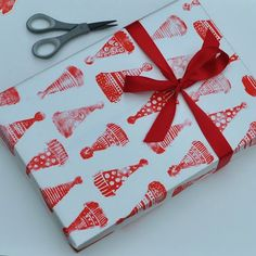 Art with Kids: Make Christmas Wrapping Paper