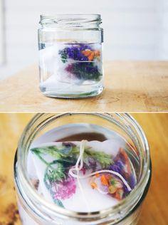 DIY: fabric dye with flowers!
