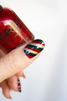 Candy cane Christmas nails
