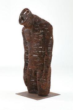 Cómo hacer esculturas humanas reciclando cadenas de bicicletas Estas piezas están realizadas íntegramente con cadenas de bicicletas usadas ...