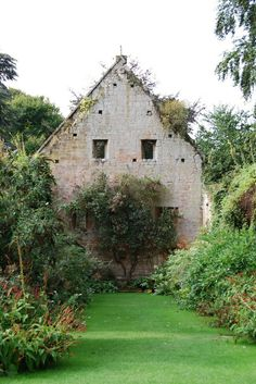 Sudeley Castle, Winchcombe. This is the ruins of the 15th century Tithe Barn where the parish tithes were stored. It was destroyed on the 1640's