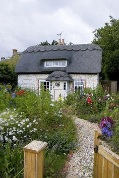 Cottage Garden - Brighstone, Isle of Wight http://www.flickr.com/photos/22325773@N02/3681892632/