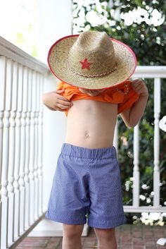 Free pattern in 4T for basic shorts for boys!  Great tutorial, simple for new sewers.