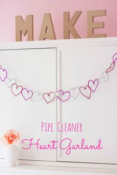 Make this Pipe Cleaner Heart Garland for your classroom #FoPRR