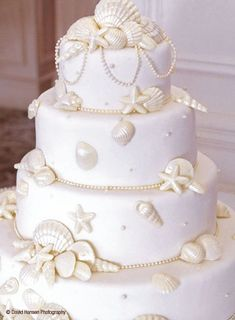 shells and pearls on this gorgeous sea-themed wedding cake by Delicious Desserts