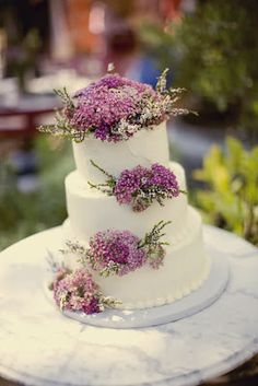 Lilac Wedding Cake...maybe not this design in particular, but i like the idea of using flowers w/ the cake!