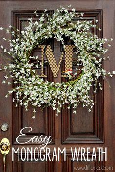 Easy and Cute Monogram Wreath { lilluna.com } #wreath