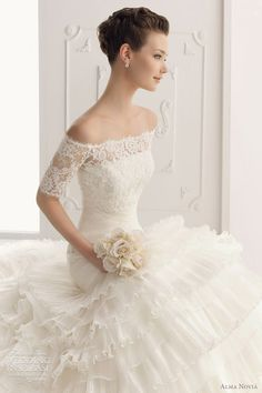 Love the neckline #lace wedding dress