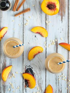 Healthy Peach Crisp Smoothie--tastes just like peach crisp but it's a healthy, filing breakfast!