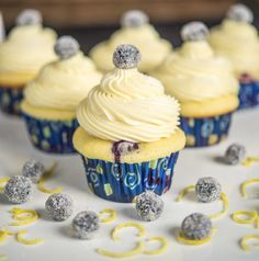Blueberry Lemon Cupcakes with White Chocolate Frosting #Blueberry #Lemon #White_Chocolate #Cupcakes