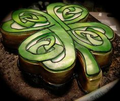 celtic art, cake wrecks, clover cake, clovers, shamrock cake, celtic knots, food, cupcake cakes, birthday cakes
