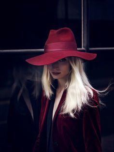 van drimmelen, annemariek van, color, red hats, fashion editori, red velvet, germany, october, melissa tammerijn