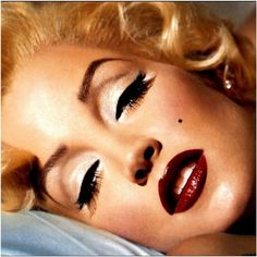Lisa Marie Presley as Marilyn Monroe. One of Kevyn Aucoin's more amazing transformations.