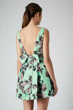 STAND OUT FLOWER PROM DRESS
