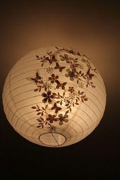 Diy lustre on pinterest diy chandelier capiz chandelier for Lustre boule papier