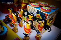 Wonder Woman themed birthday party : WONDERful accents on favors