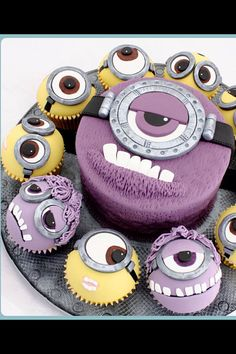 Despicable me cupcakes toppers