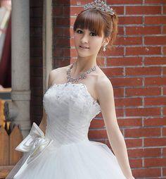 Kat 39 s ice castle wedding on pinterest castle cakes for Wedding dresses for big hips